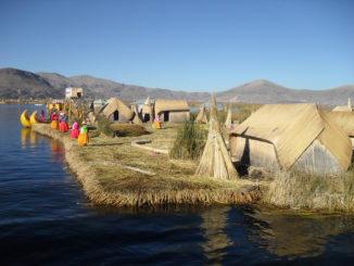 Puno: die Schilfinseln der Uro am Titicacasee