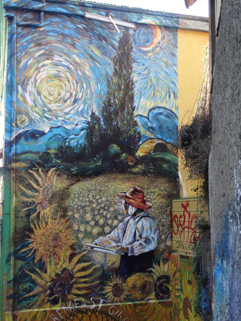 """Der Straßenkünstler Teo Doro lässt drei Werke Vincent van Goghs miteinander verschmelzen: """"Zypressen"""", """"Sternennacht"""" und """"Die Sonnenblumen"""""""