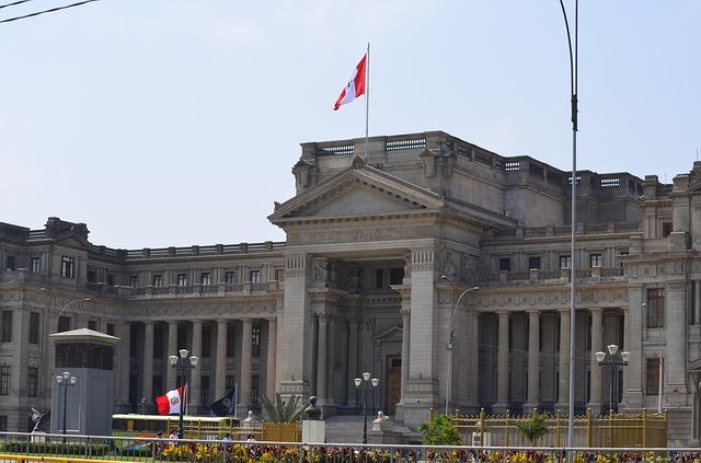 Der Regierungspalast von Lima an der Plaza de Armas