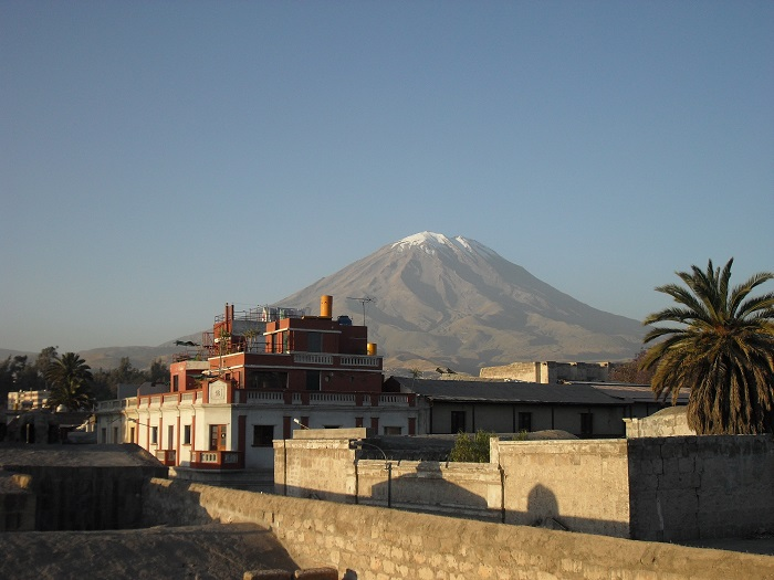 Santa Catalina in Arequipa, Peru. Ausblick auf den Vulkan Misti