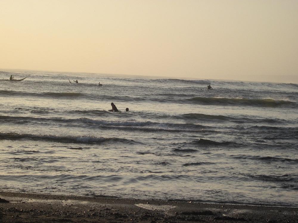 Huanchaco trujillo peru surfer