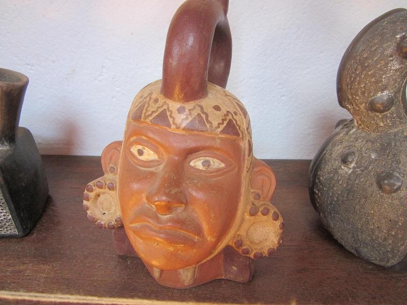 Tongefäße der Moche im Museo Tao