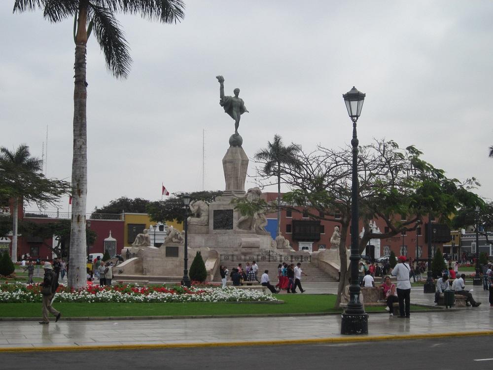 Trujillo Peru Plaza de Armas La Libertad Freiheitsdenkmal