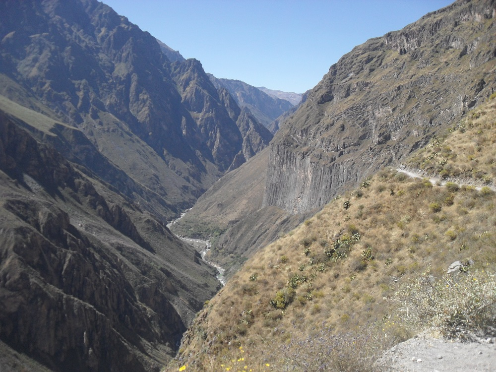 Colcan canyon arequipa peru trekking