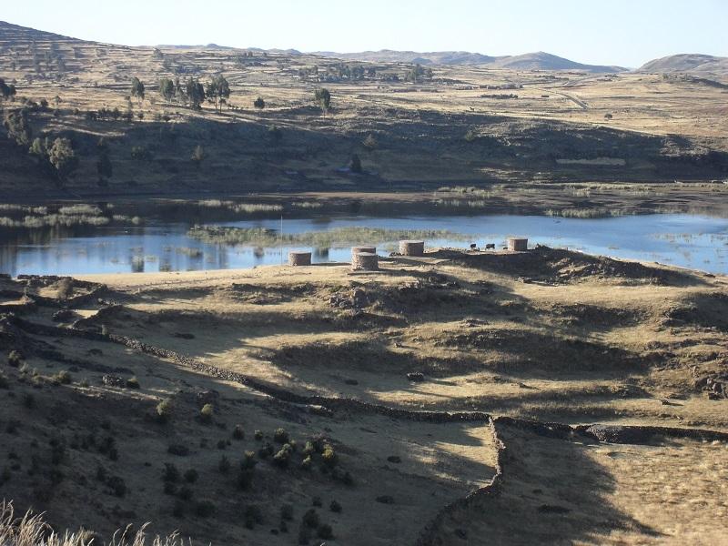 Die Begräbnistürme von Sillustani am Umayo See, der unmittelbar am Titicacasee grenzt.