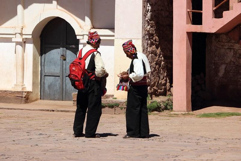 titicaca taquile strickende männer
