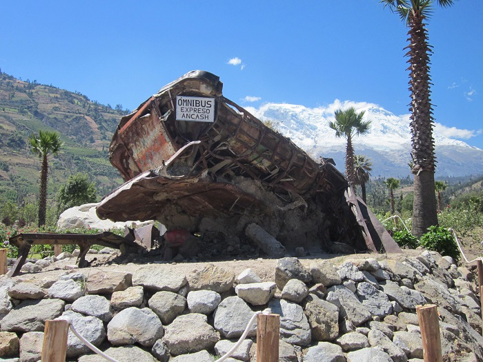 Huaraz PeruYungay Erdbeben Omnibus