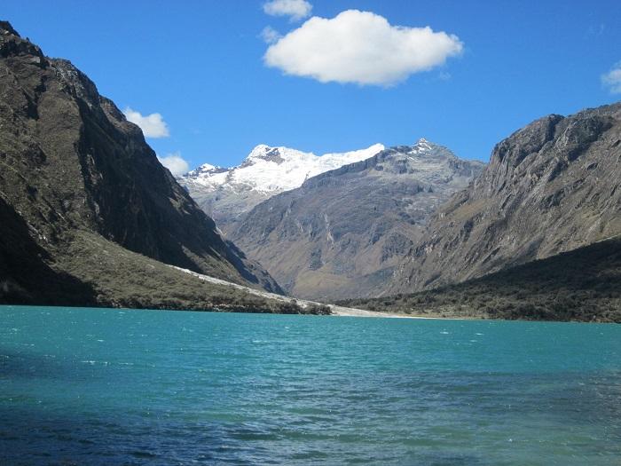 Die wunderschöne Laguna Llanganuco im Huascarán Nationalpark.