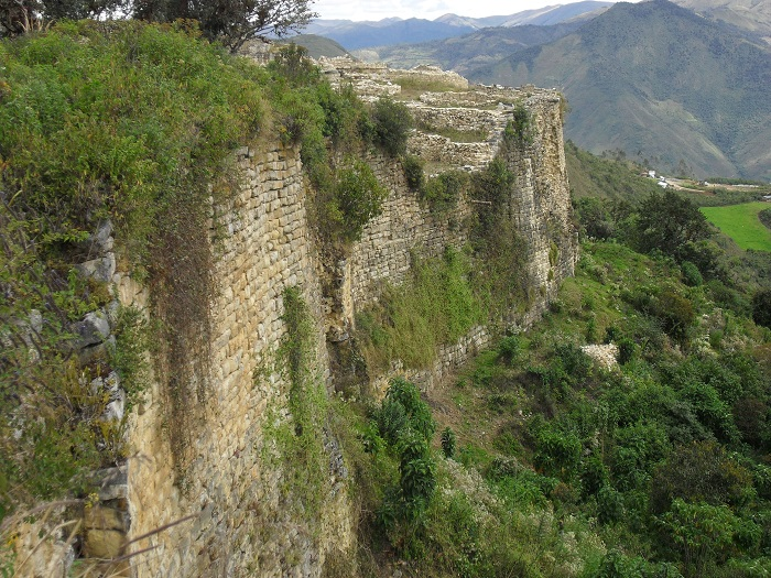 peru ruinen staetten festung kuelap chachapoyas nordperu