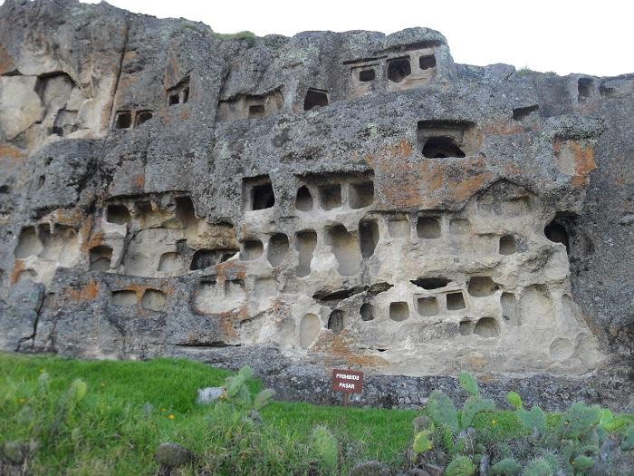 stätten und ruinen in peru - ventanillas de otuzco bei cajamarca