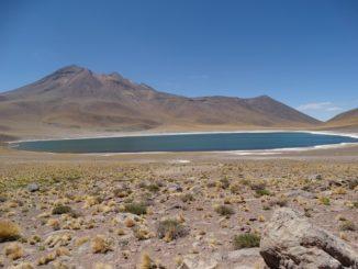 Die Laguna Miscanti und die Laguna Miñiques im Hohen Norden von Chile.