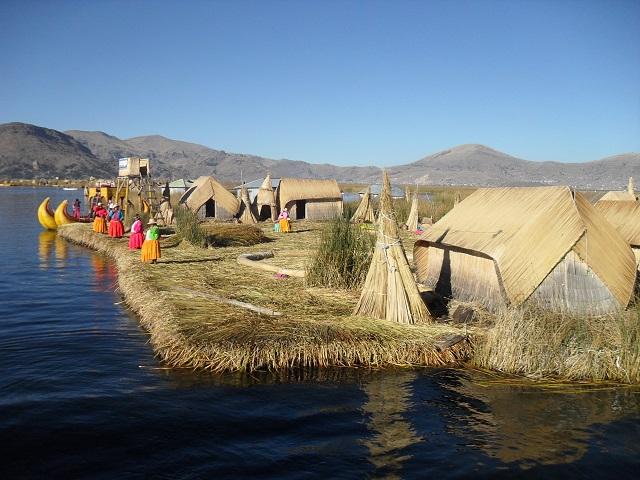 Sehenswürdigkeiten peru Schilfinseln uro titicacasee