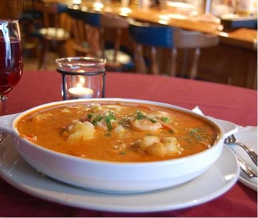 südamerikanische Gerichte Chupe de Camarones Peru